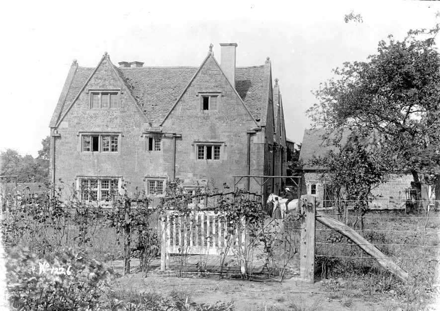 The Manor House, Ilmington.  1900s |  IMAGE LOCATION: (Warwickshire County Record Office)
