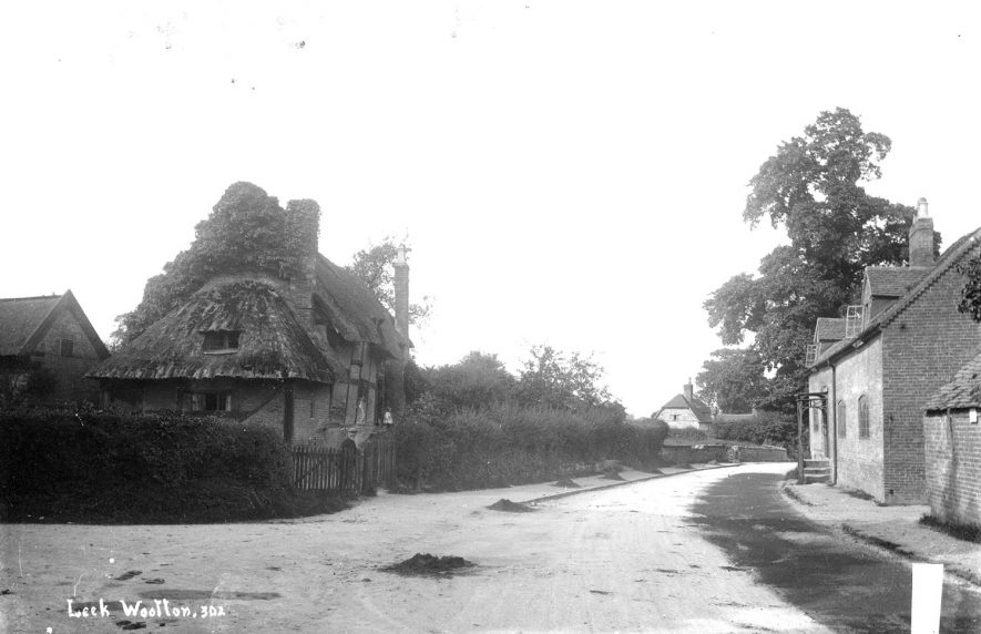 Small thatched cottage and others in Leek Wootton.  1900s |  IMAGE LOCATION: (Warwickshire County Record Office)