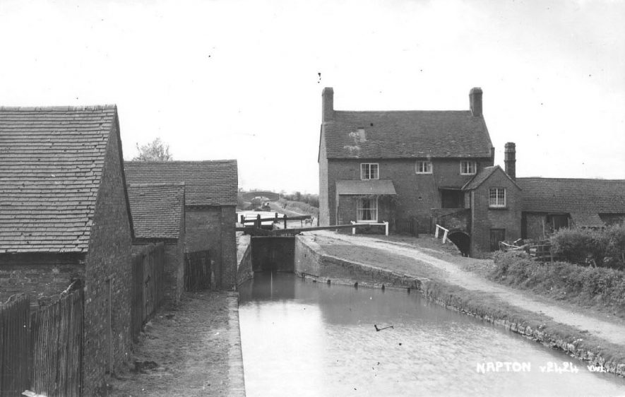 The Folly Locks, Oxford Canal; view from the north.  1950s |  IMAGE LOCATION: (Warwickshire County Record Office)