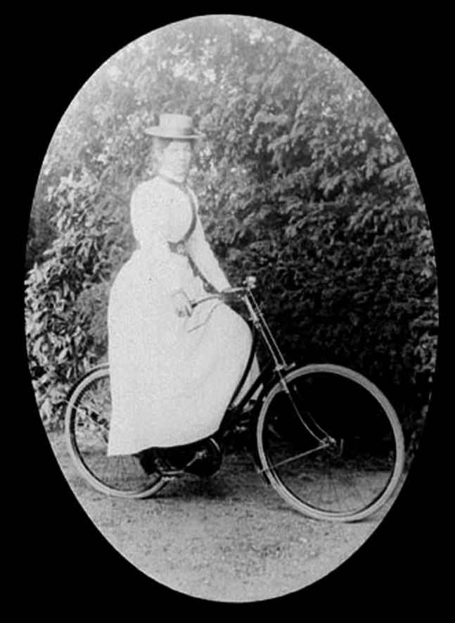 Picture of Mrs Lilian Maud Findlay on a bicycle, Lower Brailes.  1900s. |  IMAGE LOCATION: (Warwickshire County Record Office) PEOPLE IN PHOTO: Findlay, Mrs Lilian Maud, Findlay as a surname