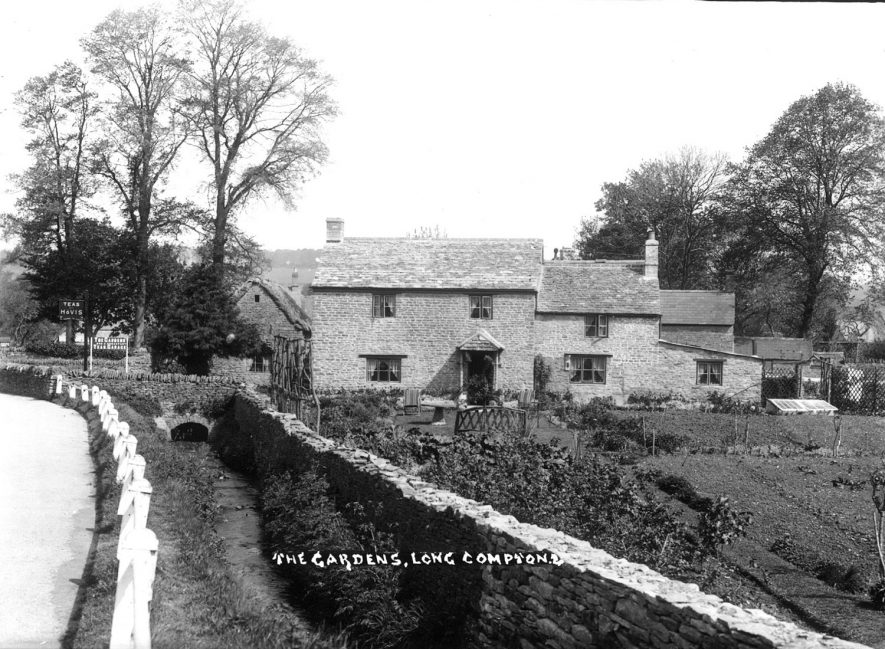 House and tea gardens in Long Compton.  1930s |  IMAGE LOCATION: (Warwickshire County Record Office)