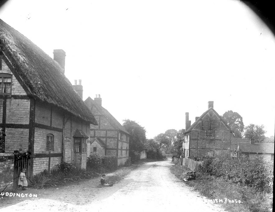 Cottages in the village street, Luddington.  1900s |  IMAGE LOCATION: (Warwickshire County Record Office)