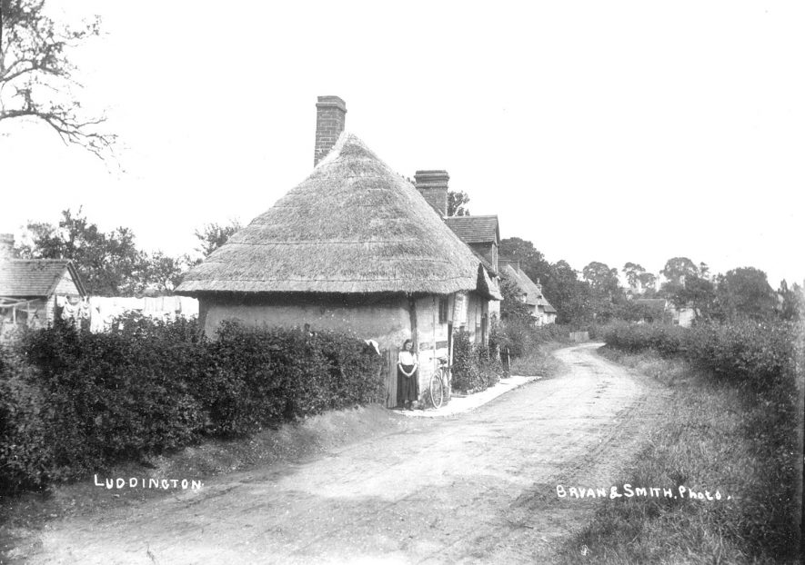 Thatched cottages in Luddington.  1900s |  IMAGE LOCATION: (Warwickshire County Record Office)