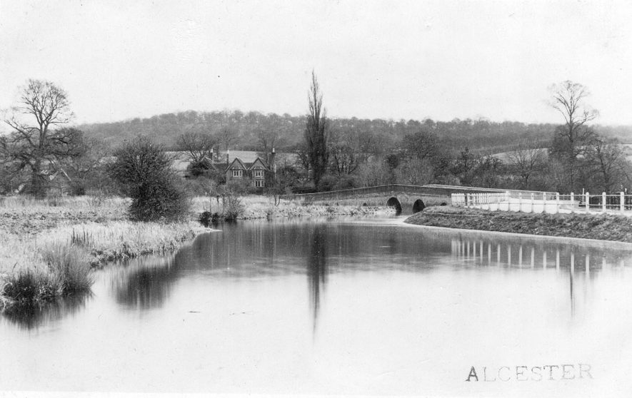The River Arrow near Alcester.  1900s |  IMAGE LOCATION: (Warwickshire County Record Office)