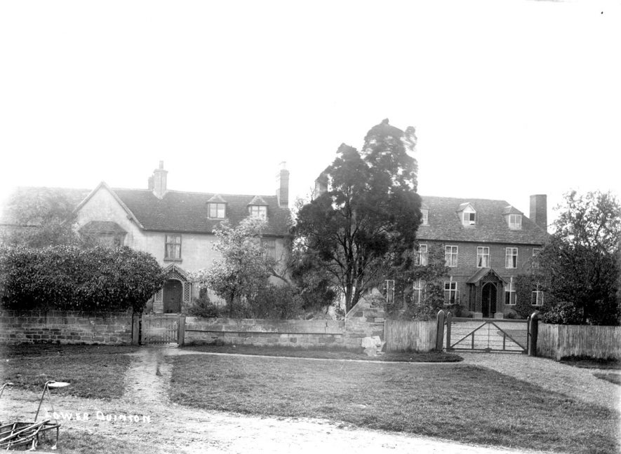 Houses in Lower Quinton.  1900 |  IMAGE LOCATION: (Warwickshire County Record Office)