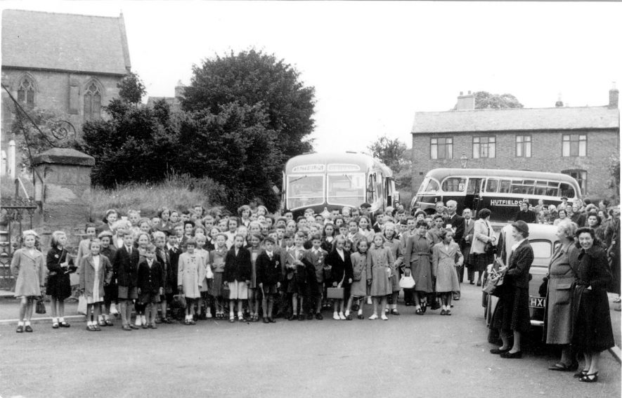 Group of schoolchildren and teachers standing in front of two coaches in Cubbington.  c. 1949 |  IMAGE LOCATION: (Warwickshire County Record Office) IMAGE DATE: (c.1949)