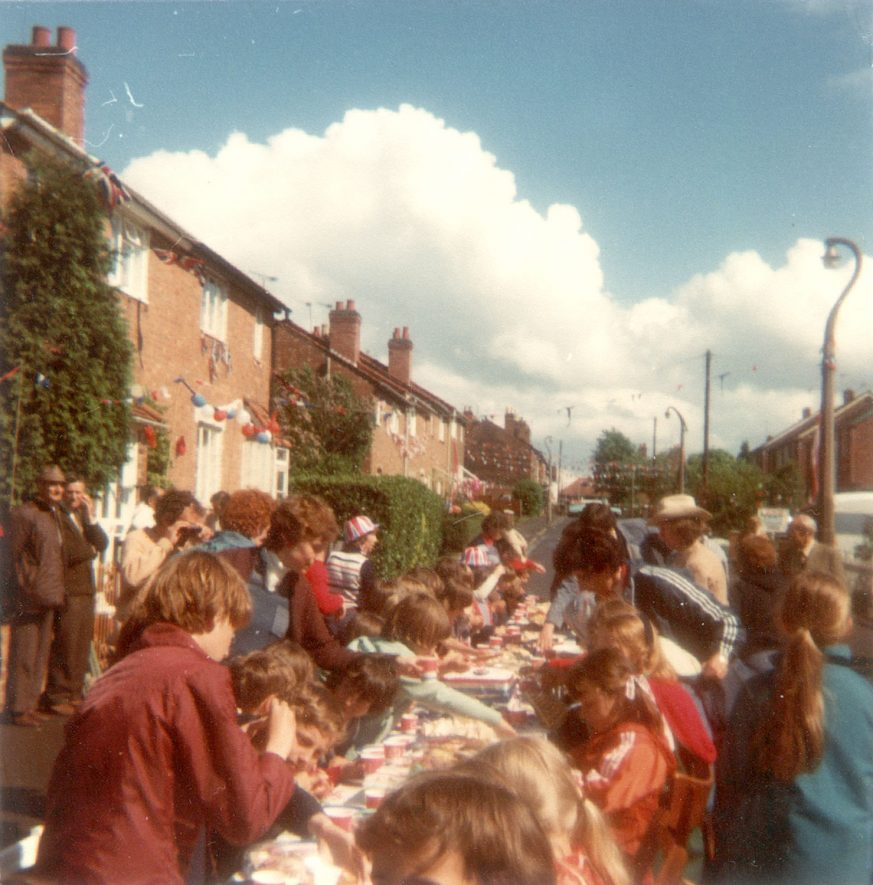 Street party to celebrate the Silver Jubilee in High View Road, Cubbington.  1977 |  IMAGE LOCATION: (Warwickshire County Record Office)
