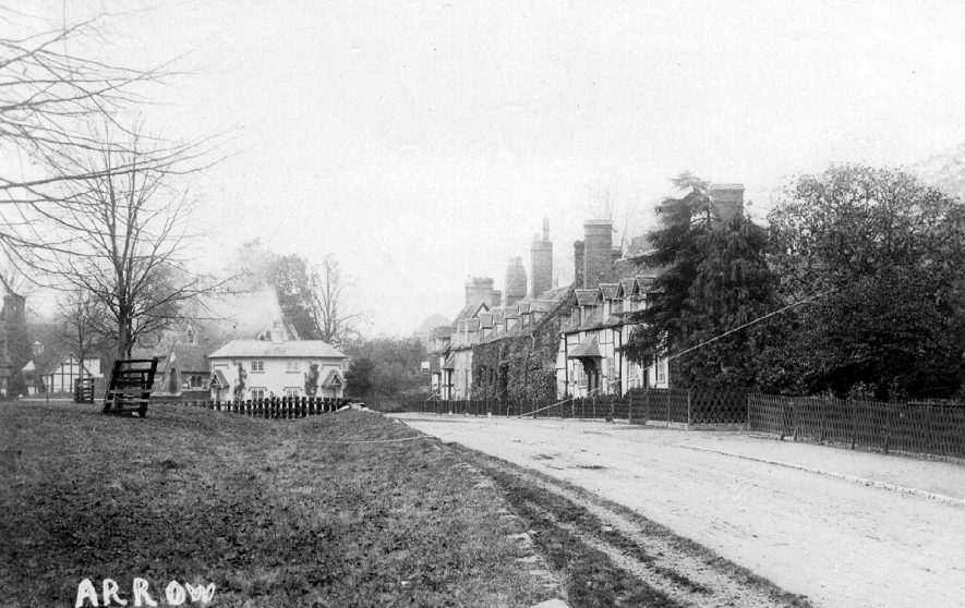 Cottages and view of Arrow.  1900s |  IMAGE LOCATION: (Warwickshire County Record Office)