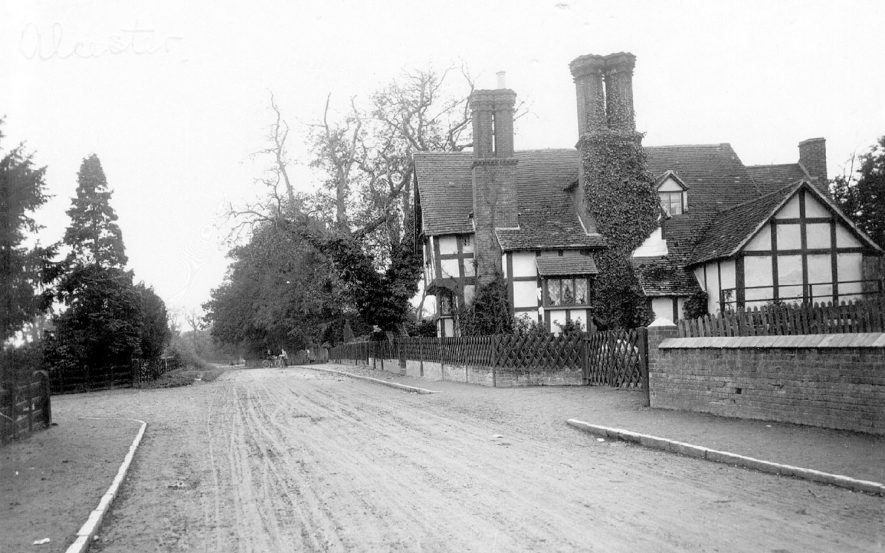 A detached timbered house in Arrow.  1920s |  IMAGE LOCATION: (Warwickshire County Record Office)