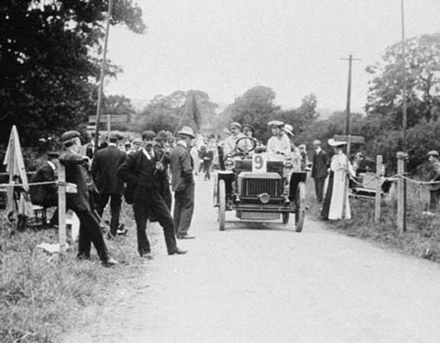 Motor rally at Edgehill. Motor car with driver and onlookers.  1903 |  IMAGE LOCATION: (Warwickshire Museums. Photographic Collections.)