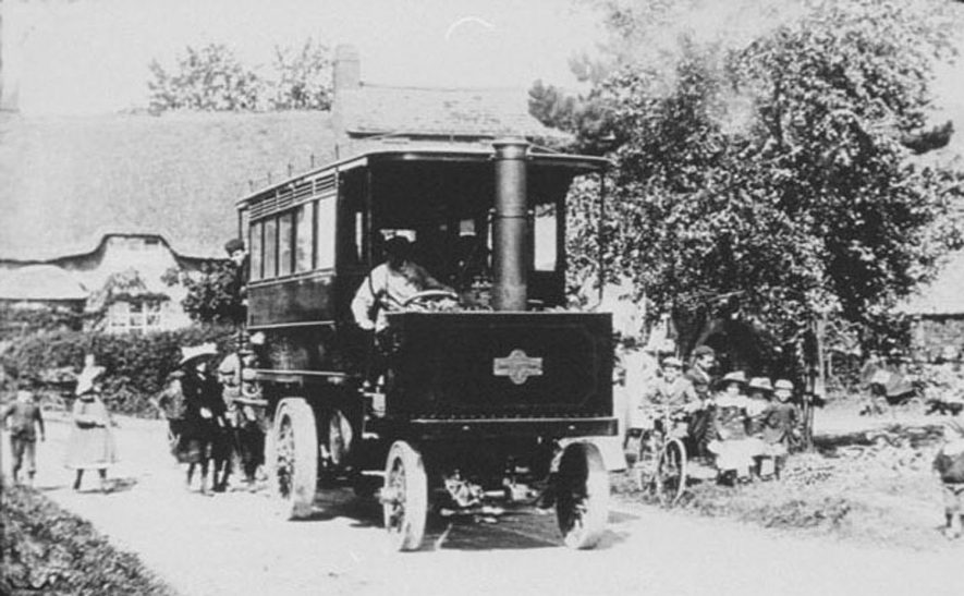 Shipston to Brailes steam bus. Ran between Stratford, Shipston and Brailes between 1903 and 1905. |  IMAGE LOCATION: (Warwickshire Museums. Photographic Collections.)