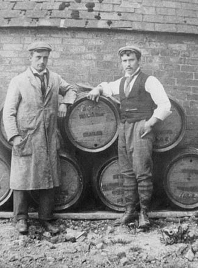 Taylor Bros., Brewers of Brailes. Two workmen with barrels.  1900s |  IMAGE LOCATION: (Warwickshire Museums. Photographic Collections.)
