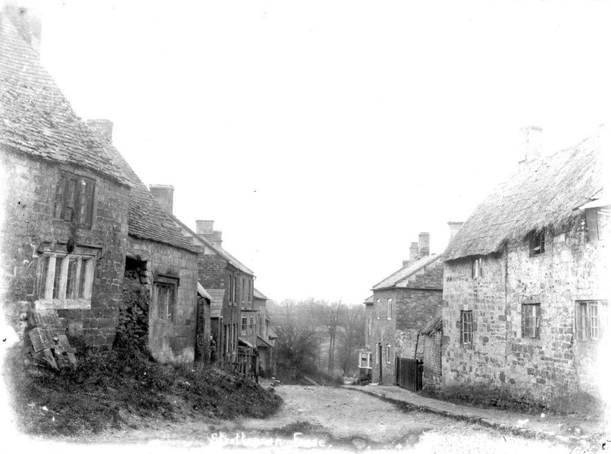 Old cottages on a steep hill in Stretton on Fosse.  1900s |  IMAGE LOCATION: (Warwickshire County Record Office)