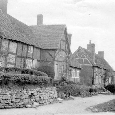 Stoneleigh.  Timbered houses