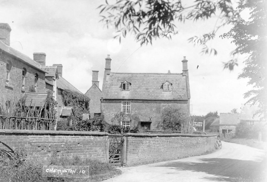 Cherington village street with cottages.  1920s |  IMAGE LOCATION: (Warwickshire County Record Office)