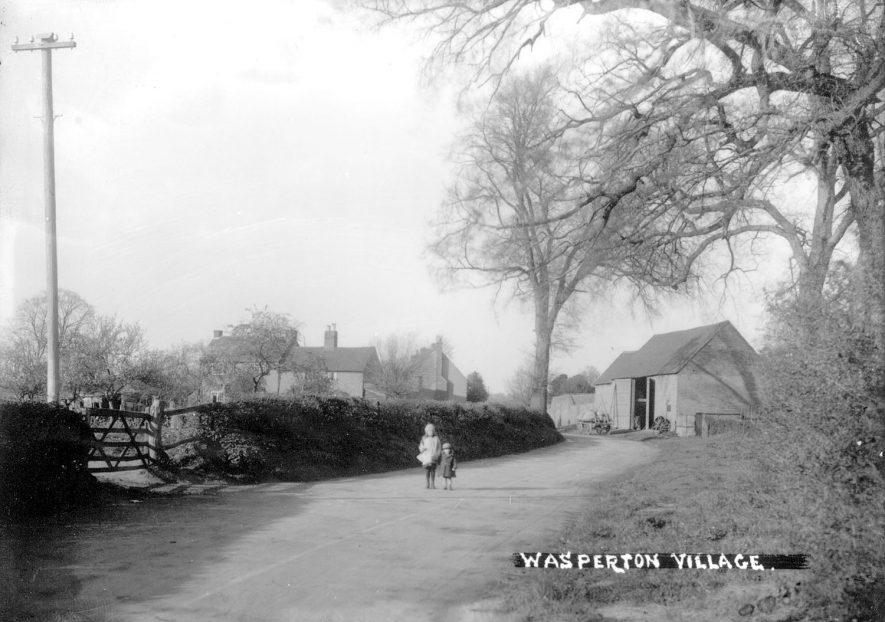 Wasperton village street.  1930s |  IMAGE LOCATION: (Warwickshire County Record Office)
