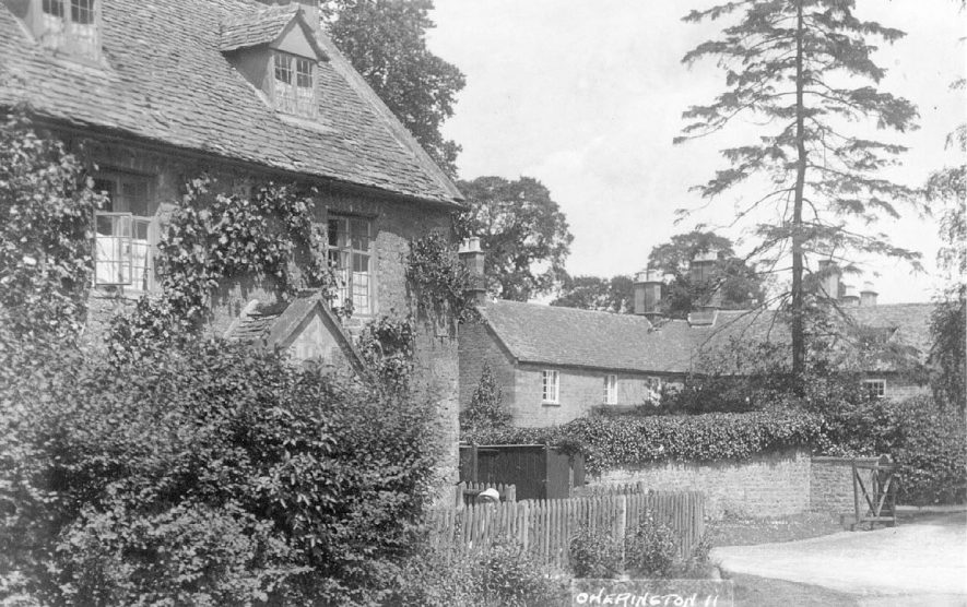 Cherington village cottages.  1920s |  IMAGE LOCATION: (Warwickshire County Record Office)