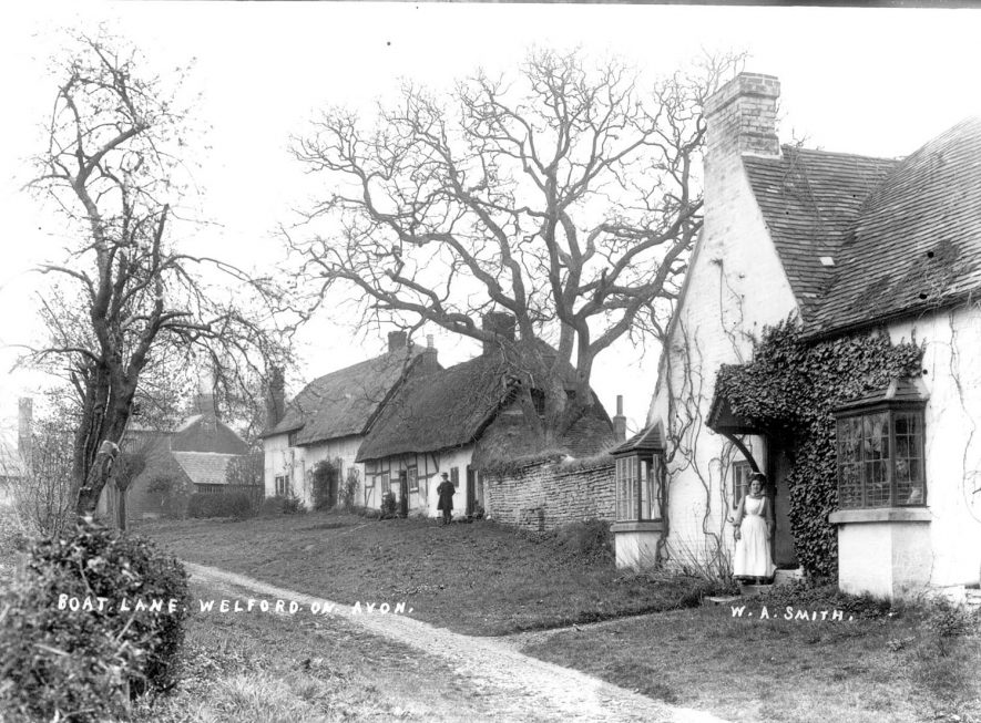 Cottages in Boat Lane, Welford on Avon.  1900s |  IMAGE LOCATION: (Warwickshire County Record Office)