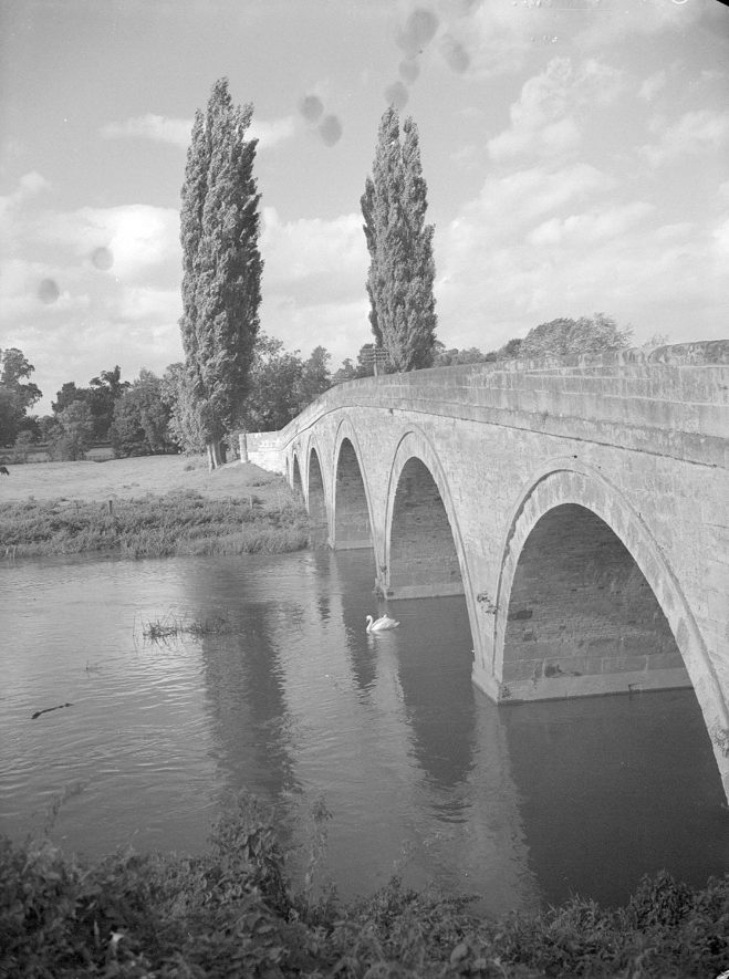 The road bridge over the river Avon at Barford.  1958 |  IMAGE LOCATION: (Warwickshire County Record Office)