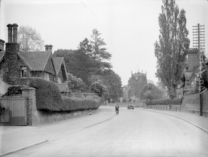 Church Street, Barford, looking towards the church.  1958 |  IMAGE LOCATION: (Warwickshire County Record Office)