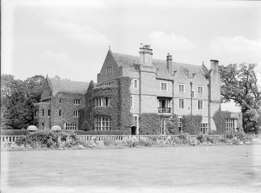 Front view of Ashorne Hill Farm.  1935 |  IMAGE LOCATION: (Warwickshire County Record Office)