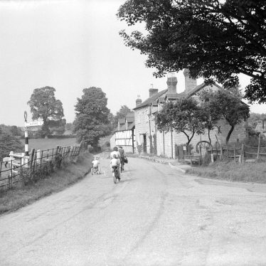 Ardens Grafton.  Village scene