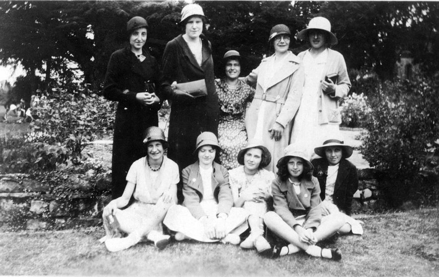 Ladies from Alderminster at the G F S festival at The Manor, Pillerton Hersey.  June 23rd 1934 |  IMAGE LOCATION: (Warwickshire County Record Office)