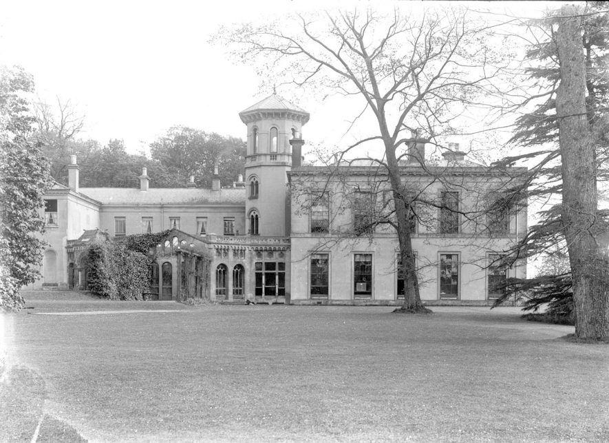 Barrells Hall exterior, Wootton Wawen.  1930s |  IMAGE LOCATION: (Warwickshire County Record Office)