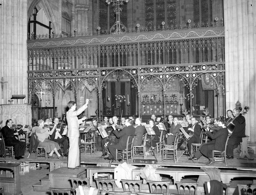 Warwickshire Symphony Orchestra in Leamington Parish Church.  1960s |  IMAGE LOCATION: (Warwickshire County Record Office)
