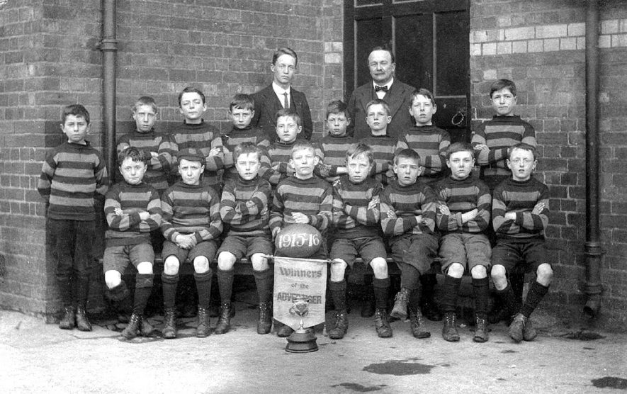 A boys' school rugby team, Rugby.  1916 [It is suggested that this could be Murray School,Rugby with W.T.C Hodges the  headmaster.] |  IMAGE LOCATION: (Rugby Library)