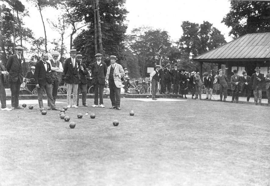 Caldecott Park, Rugby, bowling for the Victory cup.  1919 |  IMAGE LOCATION: (Rugby Library)