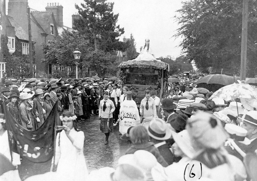 Rugby Armistice procession.  1918    IMAGE LOCATION: (Rugby Library)
