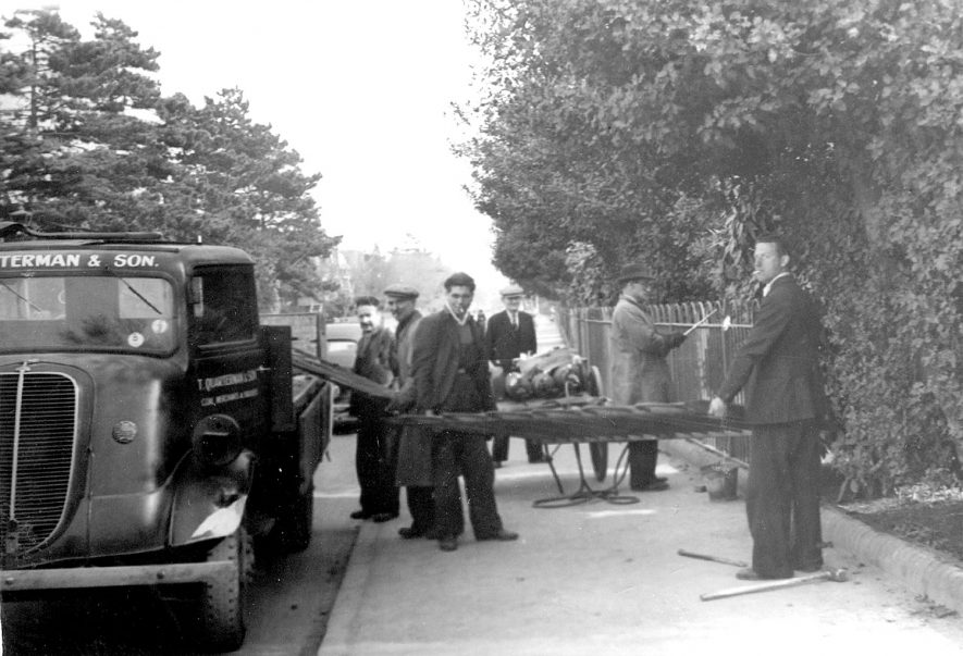 Removing railings in Rugby.  1940s    IMAGE LOCATION: (Rugby Library)