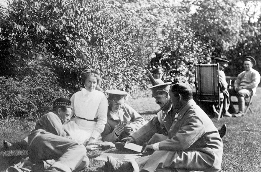 Soldiers with a nurse in the grounds of Bilton Hall hospital during the 1914 - 18 war. |  IMAGE LOCATION: (Rugby Library)