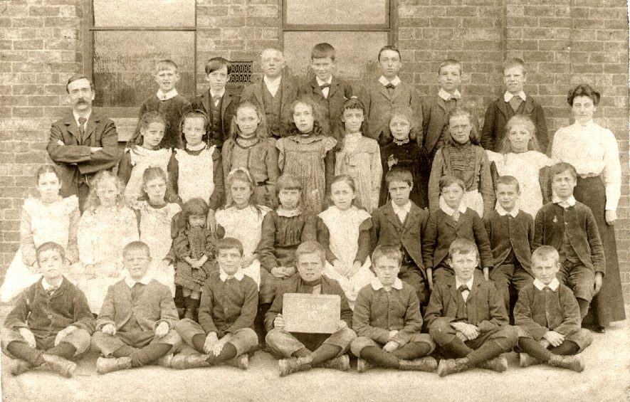 Long Lawford school group with their teachers.  Circa 1900 |  IMAGE LOCATION: (Rugby Library)
