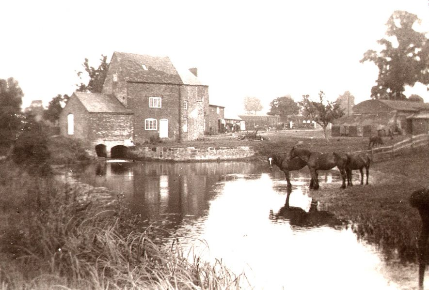An early picture of the mill at Clifton upon Dunsmore, before the addition of the chimney for steam power.  1900s |  IMAGE LOCATION: (Rugby Library)