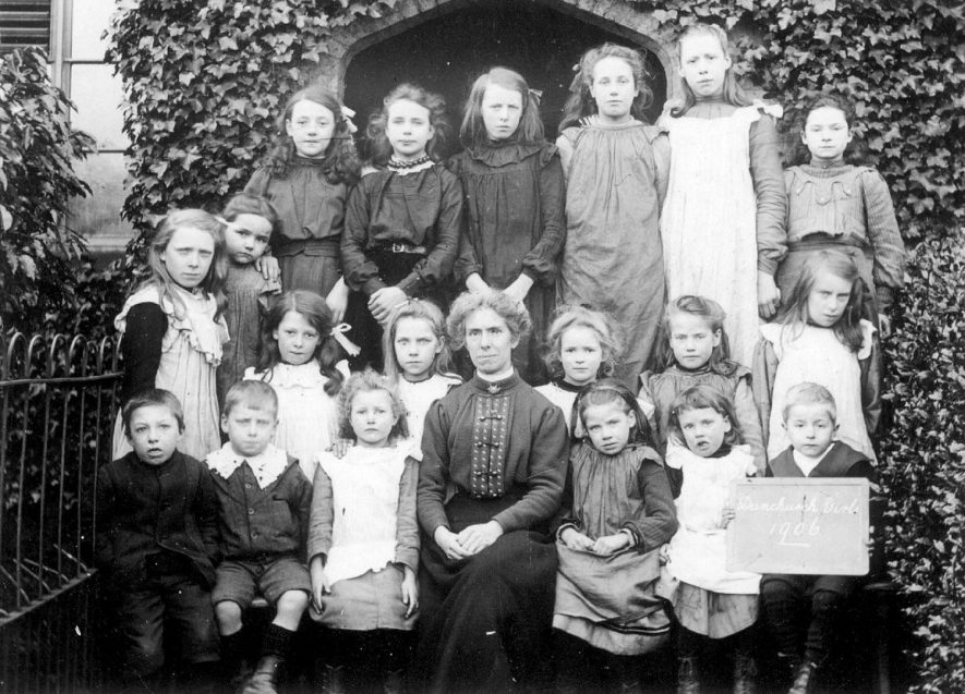 Group photograph of the girls at Dunchurch school in 1906 |  IMAGE LOCATION: (Rugby Library)