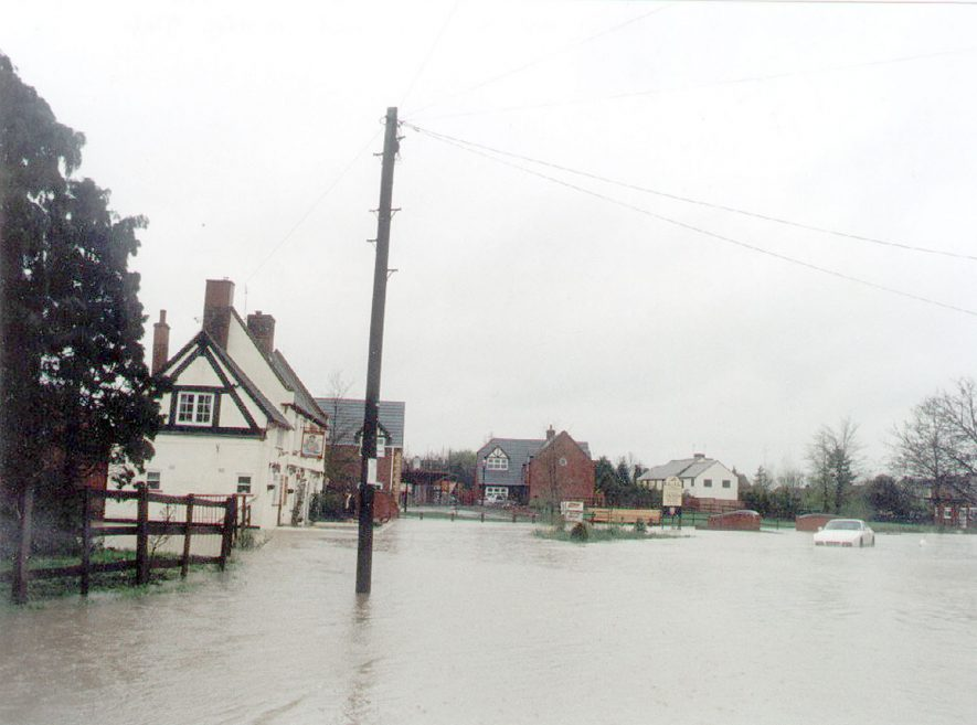 Floods in village streets, Grandborough. Easter 1998Photograph supplied by kind permission of the Rugby Advertiser. |  IMAGE LOCATION: (Rugby Library)