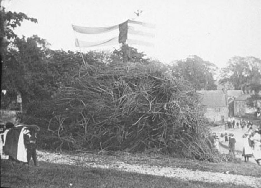 Bonfire built to celebrate Mafeking Day, Lower Brailes.  1900s |  IMAGE LOCATION: (Warwickshire Museums. Photographic Collections.)