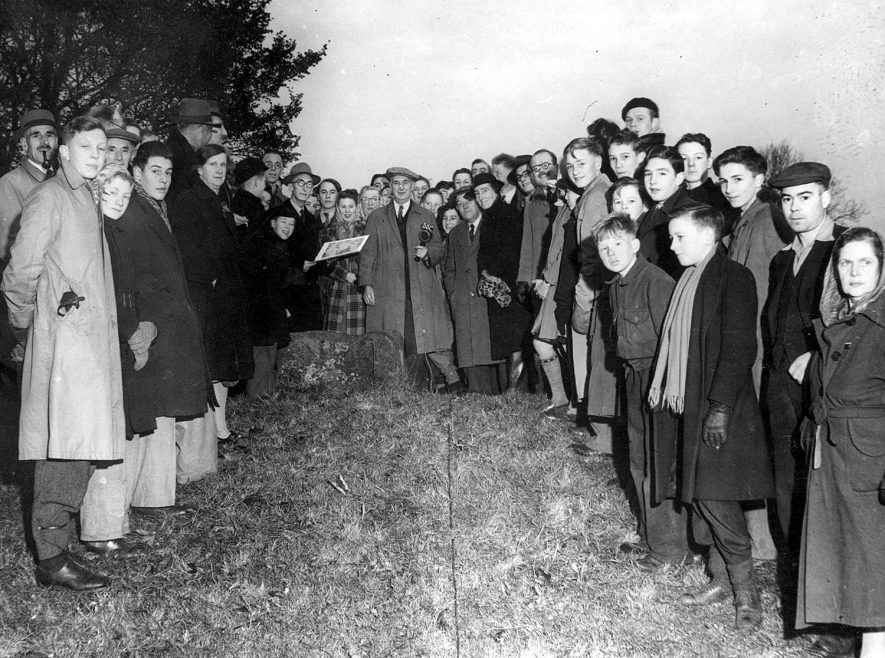 Gathering on Knightlow Hill (no longer so named), Ryton on Dunsmore, for the wroth silver ceremony. A tradition of payment, for the use of fields or roadways, that may date back to Saxon times. St Martins'day. 1948 |  IMAGE LOCATION: (Rugby Library)