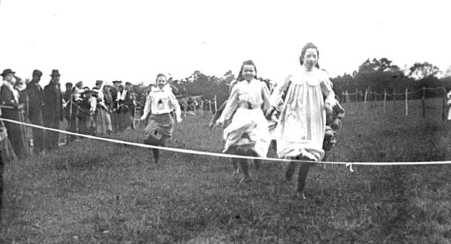 Sports day with girls running race in Lower Brailes.  1900s |  IMAGE LOCATION: (Warwickshire Museums. Photographic Collections.)