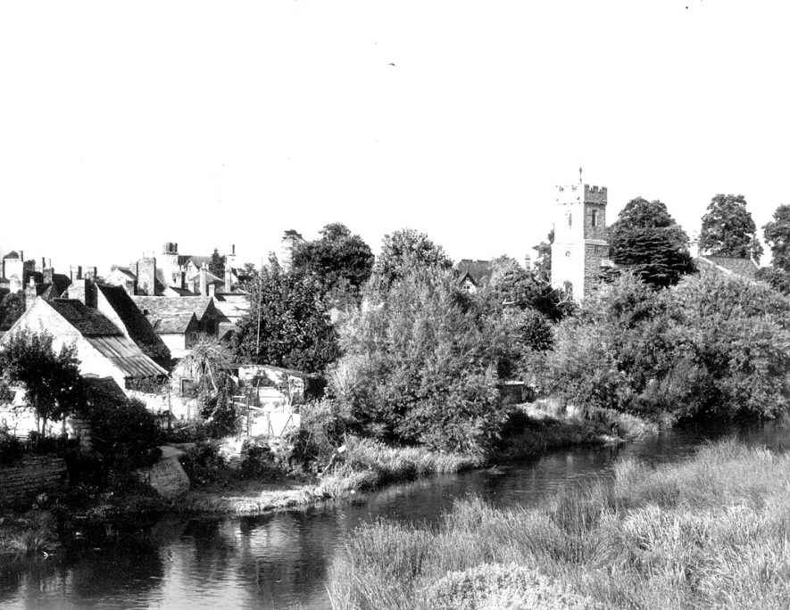 View of Bidford on Avon with the river in the foreground and the church of St Laurence in the background.  1950s |  IMAGE LOCATION: (Warwickshire Museums. Photographic Collections.)