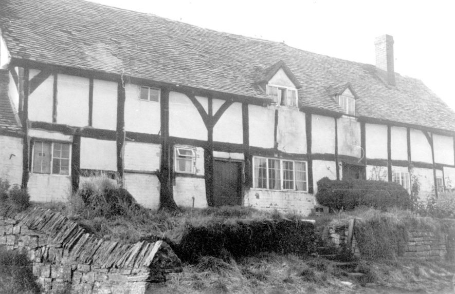 Old timbered cottages in Exhall, near Alcester.  1960s |  IMAGE LOCATION: (Warwickshire Museums. Photographic Collections.)