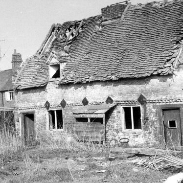 Alcester.  Demolition of cottages in Bleachfield Street