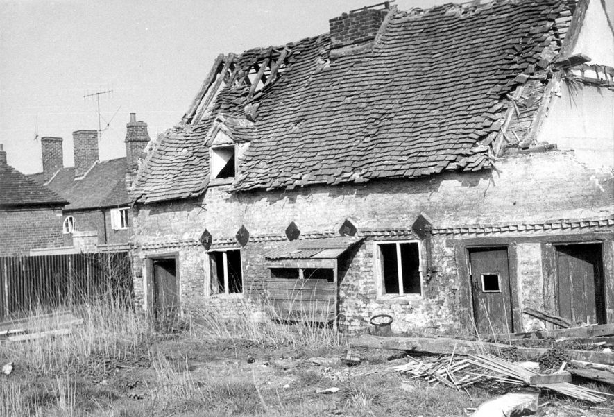 Cottages being demolished in Bleachfield Street, Alcester. April 1960 [Bleachfield Almhouses were founded in 1680 by George Ingram.] |  IMAGE LOCATION: (Warwickshire Museums. Geology)