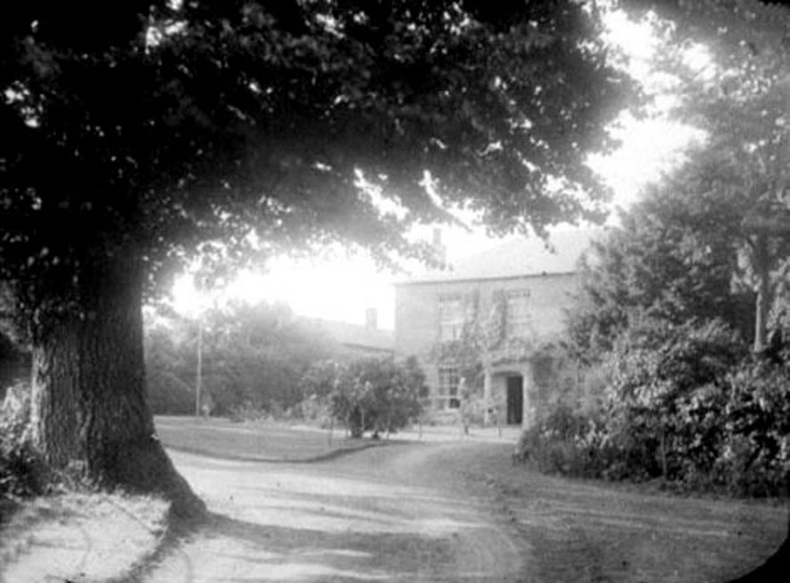 St. Ronans Lea, large country house in Upper Brailes.  1900s |  IMAGE LOCATION: (Warwickshire Museums. Photographic Collections.)