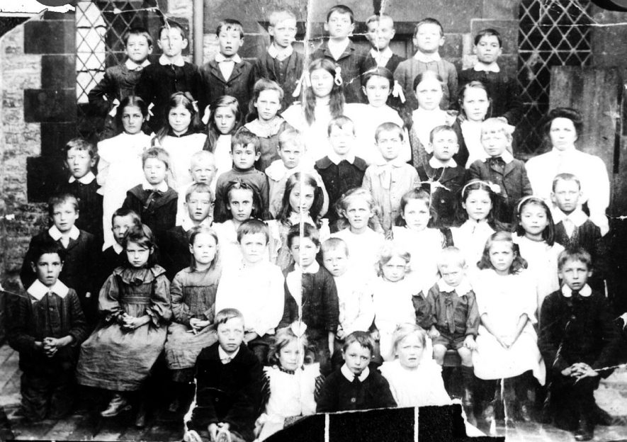 Pupils at Lighthorne school in 1912.    IMAGE LOCATION: (Warwickshire Museums. Photographic Collections.)