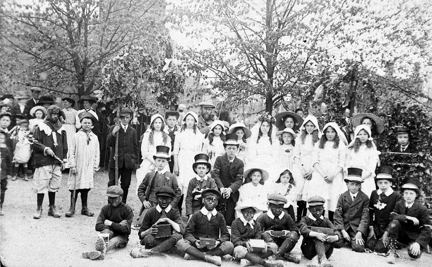 Group of children dressed up to celebrate May Day at Kineton.  1910 |  IMAGE LOCATION: (Warwickshire Museums. Photographic Collections.)