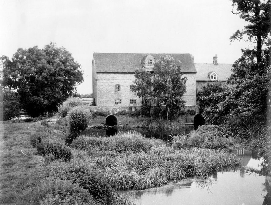 Watermill known as Charlecote Mill, Hampton Lucy.  1950s |  IMAGE LOCATION: (Warwickshire Museums. Photographic Collections.)
