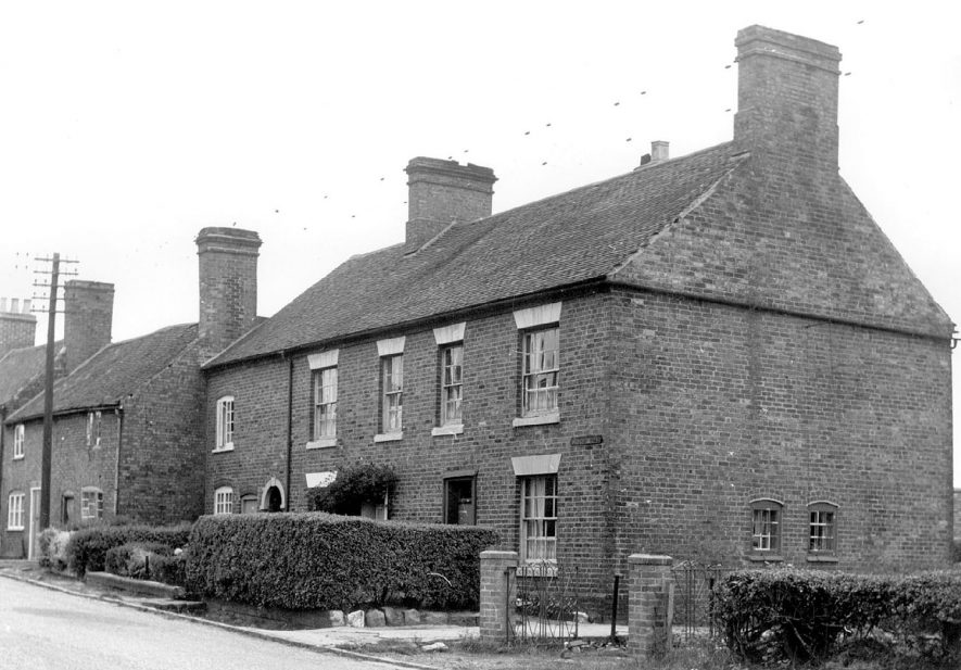 Church Road, Dordon.  Single fronted and double fronted houses.  1970s |  IMAGE LOCATION: (Warwickshire Museums. Photographic Collections.)